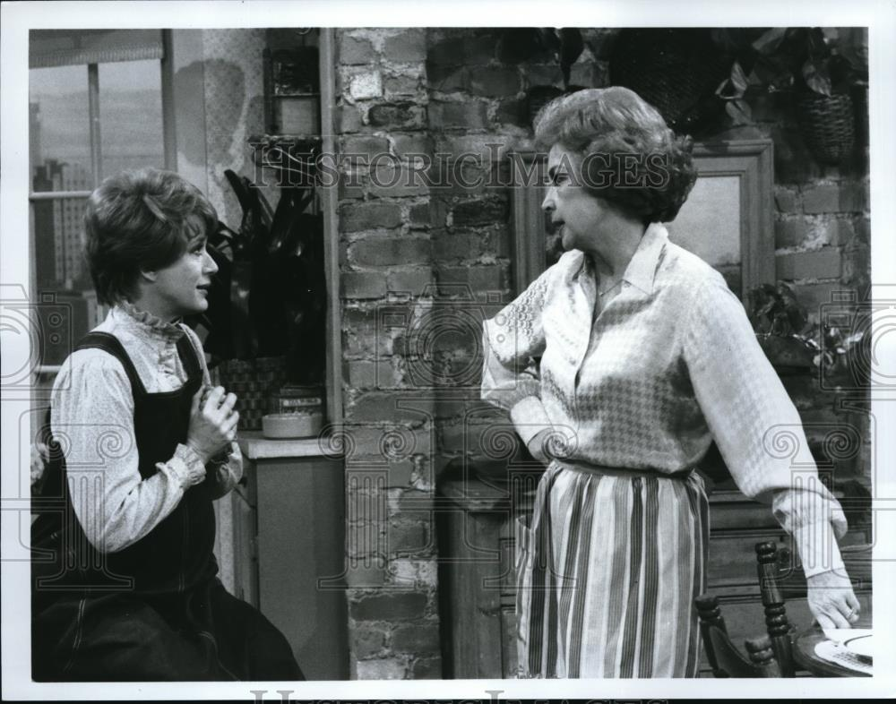 1978_Press_Photo_Nancy_Dussault_and_Audrey_Meadows_in_Too_Close_For_Comfort