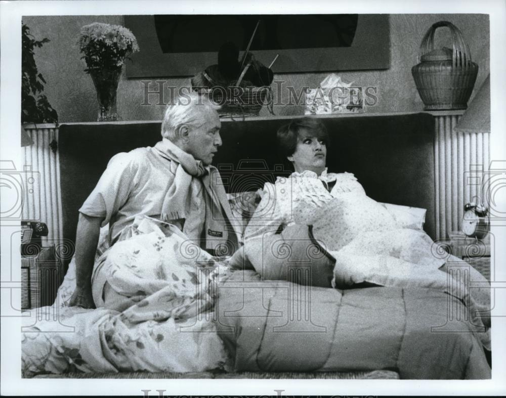 1978_Press_Photo_Ted_Knight_and_Nancy_Dussault_in_Too_Close_For_Comfort