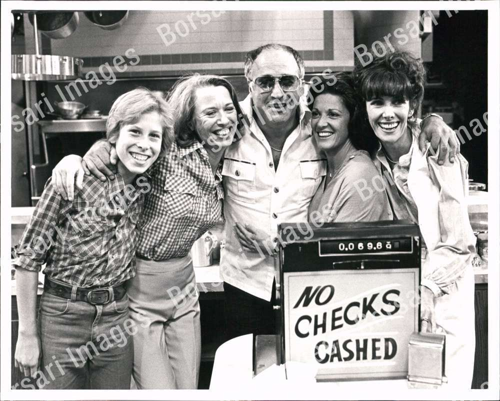 PB_PHOTO_acr-172_Vic_Tayback_Actor_with_Cast