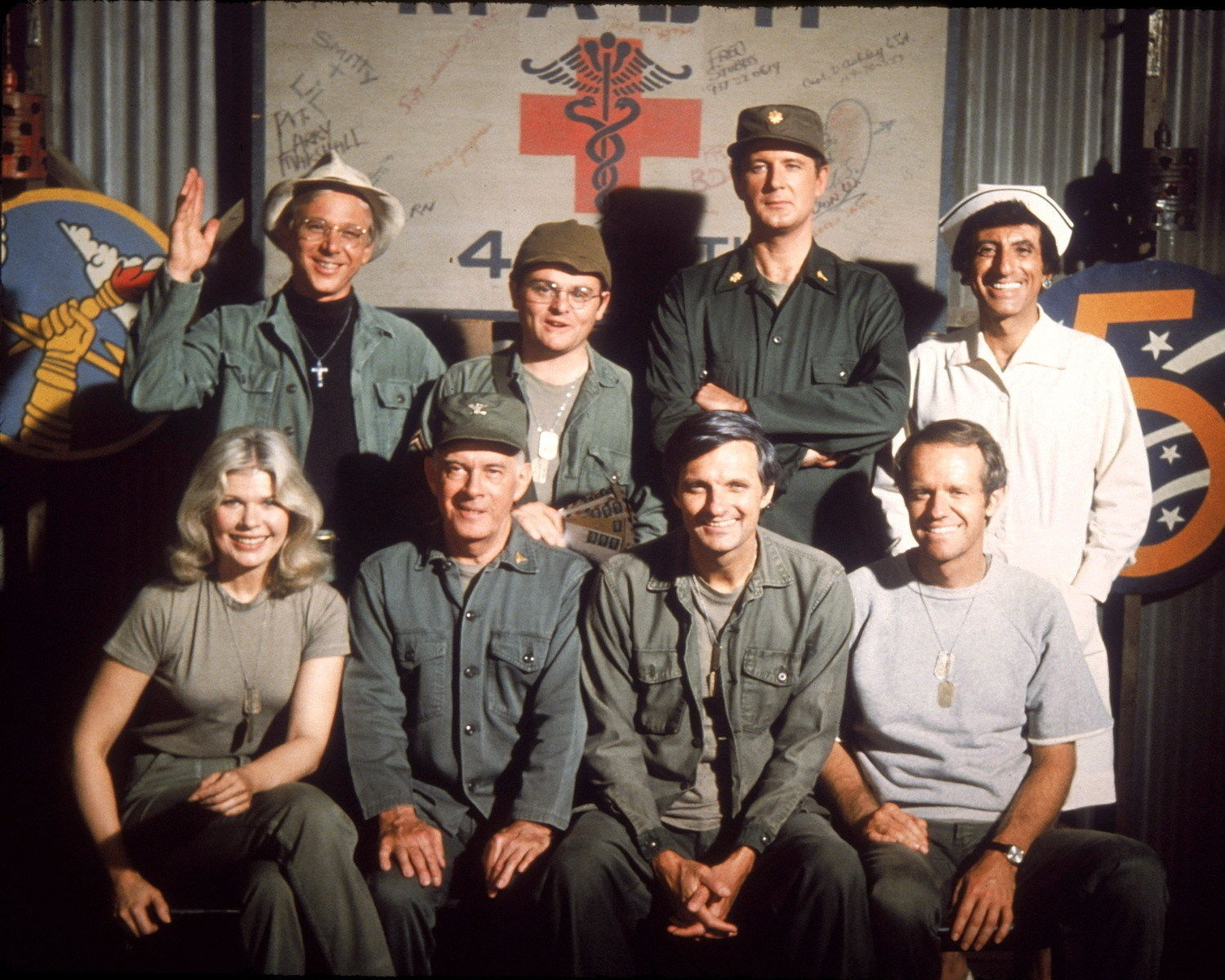 CAST_PHOTO_FROM_THE_TV_SHOW