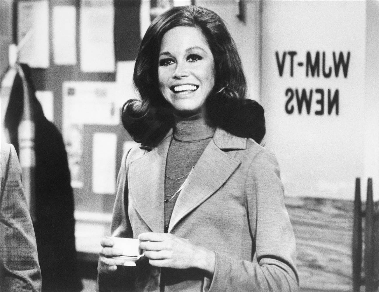 170125-mary-tyler-moore_642779a6f7208a58d1945695b88fd183_nbcnews-ux-2880-1000