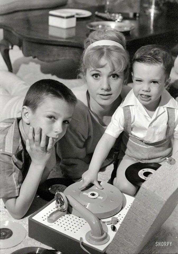 Shirley_Jones_with_David_and_Shaun_Cassidy_