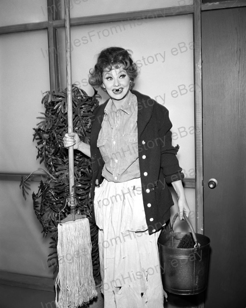 8x10_Print_Lucille_Ball_The_Lucy_Show_196