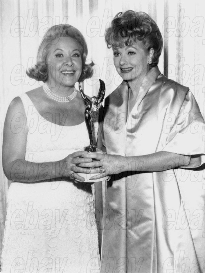 LUCILLE_BALL_VIVIAN_VANCE_CANDID_PHOTO_-_Holding_Award_for
