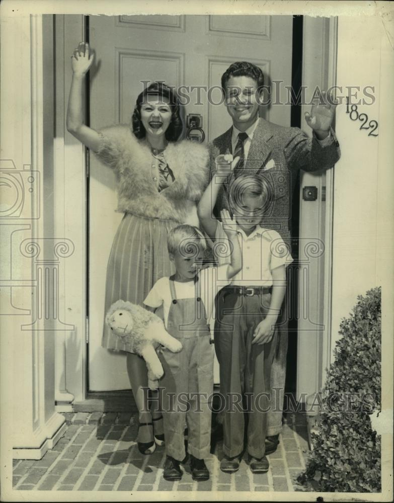 1943_Press_Photo_Ozzie_Nelson_Family_as_they_looked_in_1943