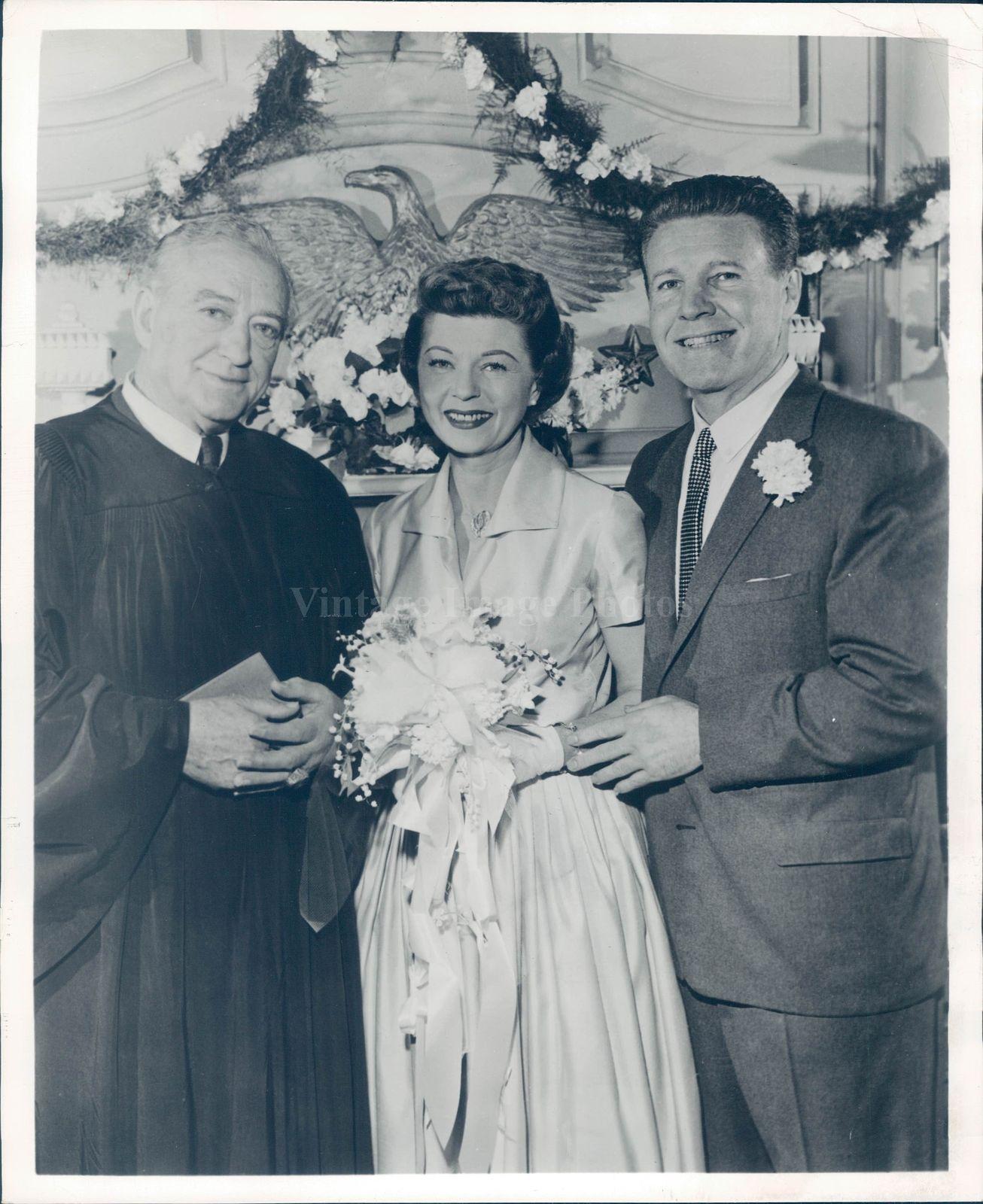 1943_Press_Photo_bushman