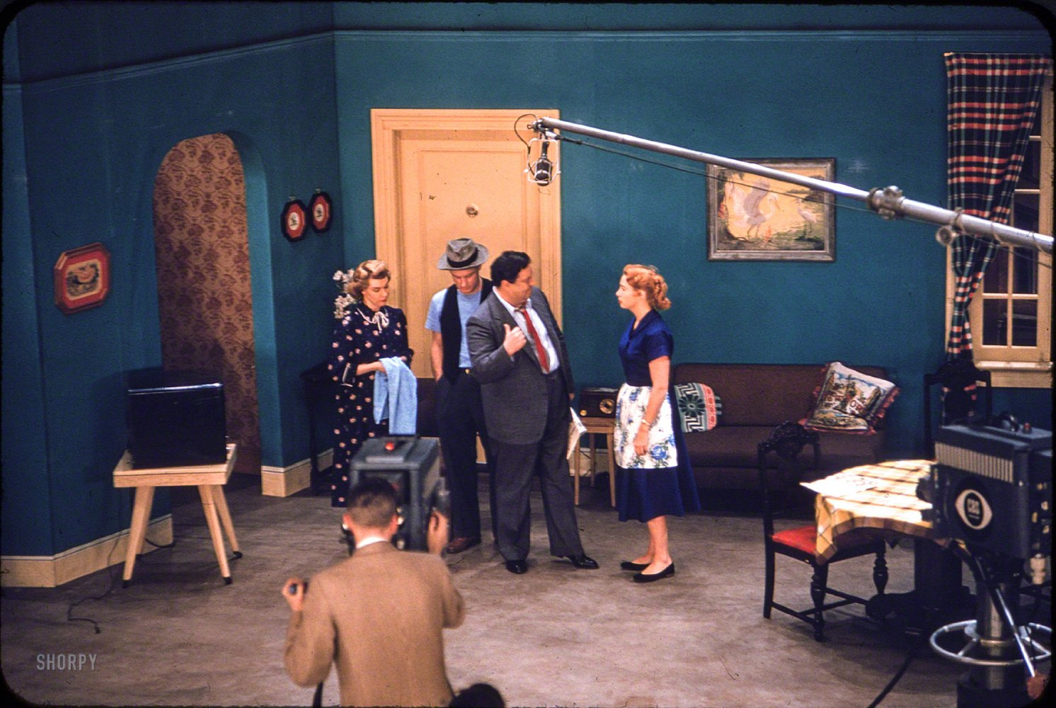 Jackie_Gleason_Art_Carney_Audrey_Meadows_and_Joyce_Randolph_in_The