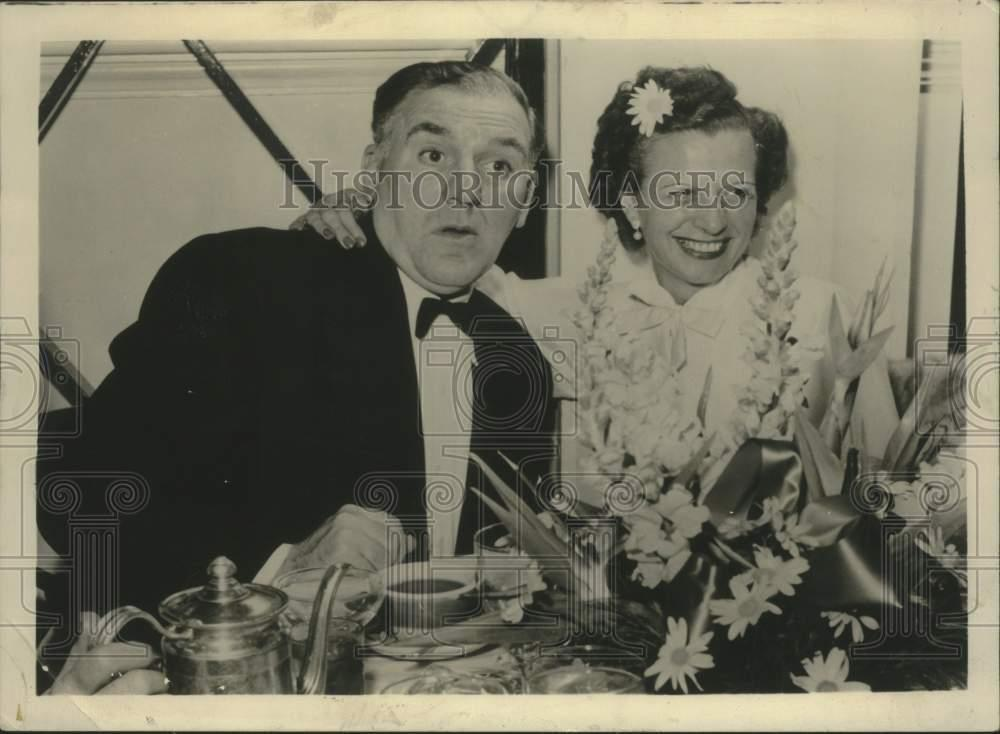 1954_Press_Photo_Bill_Bendix_star_of_Life_with_Riley_dines_with_his_wife