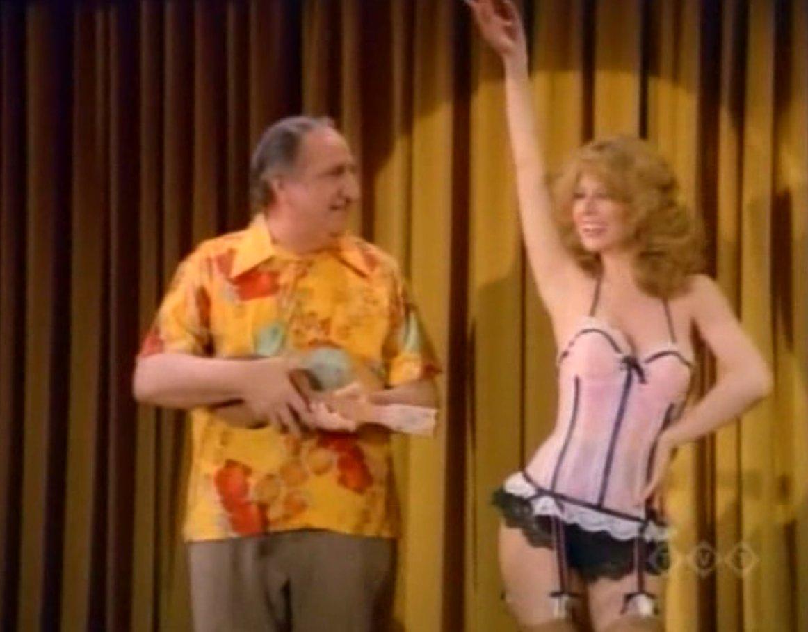 Cassandra_Peterson_Elvira_was_on_Happy_Days_Season_7_Episode_8_-_Burlesque