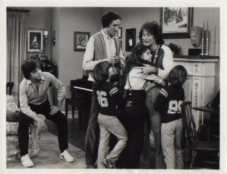 Robin Williams as Mork on the premiere episode of Out of the Blue with the cast
