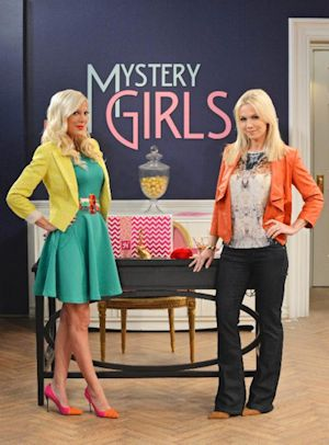 Mystery Girls - Tori Spelling and Jennie Garth